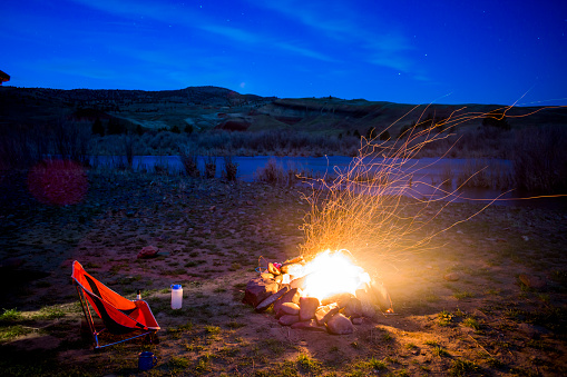Camping Chair「A fire burning next to a camping chair at night」:スマホ壁紙(5)