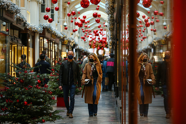Hollie Adams「Christmas Shoppers In London's Oxford Street」:写真・画像(15)[壁紙.com]