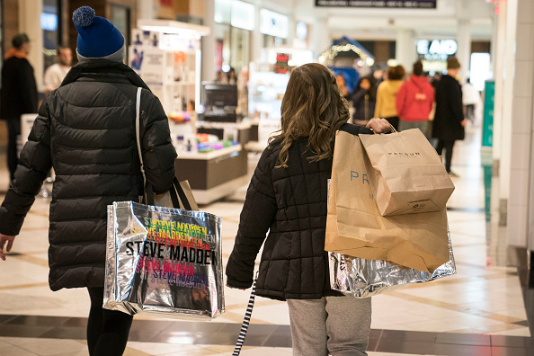 King of Prussia - Pennsylvania「Black Friday Starts Early As Shoppers Hit The Stores On Thanksgiving Night」:写真・画像(19)[壁紙.com]