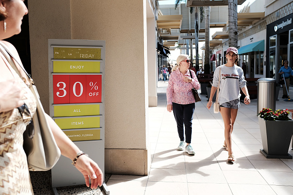 Naples - Florida「Shoppers Get Early Start To Holiday Shopping On Annual Black Friday」:写真・画像(5)[壁紙.com]