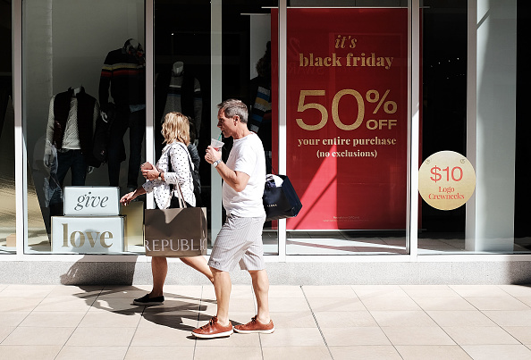Naples - Florida「Shoppers Get Early Start To Holiday Shopping On Annual Black Friday」:写真・画像(7)[壁紙.com]