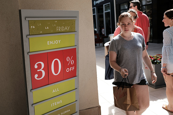 Naples - Florida「Shoppers Get Early Start To Holiday Shopping On Annual Black Friday」:写真・画像(6)[壁紙.com]