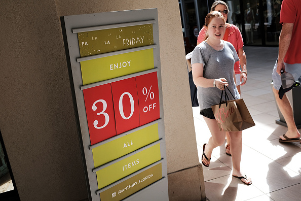 Naples - Florida「Shoppers Get Early Start To Holiday Shopping On Annual Black Friday」:写真・画像(17)[壁紙.com]