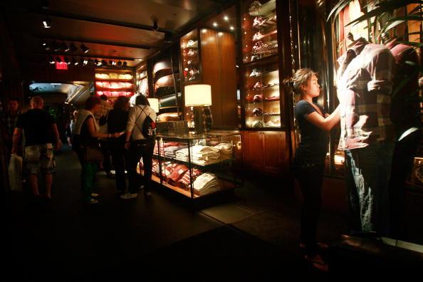 店「Retailers Suffer Sales Slump During Month Of June, As Shoppers Cut Back」:写真・画像(2)[壁紙.com]