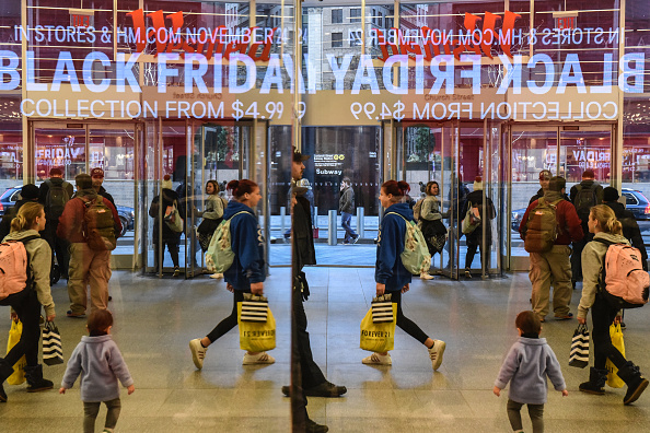 Black Friday「Shoppers Get Early Start To Holiday Shopping On Annual Black Friday」:写真・画像(16)[壁紙.com]