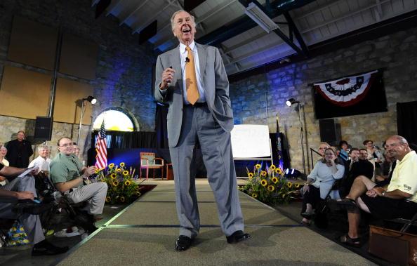 トペカ「T. Boone Pickens Holds Inaugural Town Hall Meeting On His Energy Plan」:写真・画像(10)[壁紙.com]