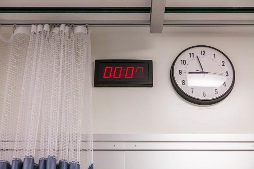 Emergency Services Occupation「Clocks in hospital room」:スマホ壁紙(10)