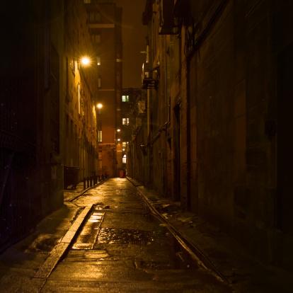 Glasgow - Scotland「Dark Alleyway with Light in Downtown Glasgow」:スマホ壁紙(2)