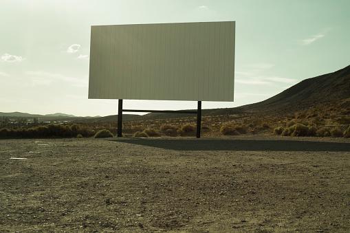 Projection Screen「Drive-In Cinema in Desert」:スマホ壁紙(7)