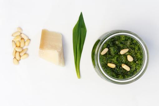 Pine Nut「Homemade ramson pesto, parmesan, leaf and pine nuts on wood」:スマホ壁紙(9)