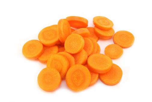 Carrot「Organic carrot partially sliced - isolated on white」:スマホ壁紙(19)