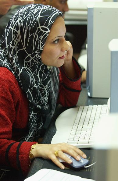 Marco Di Lauro「Unemployed Iraqis Seek Jobs In Baghdad」:写真・画像(6)[壁紙.com]