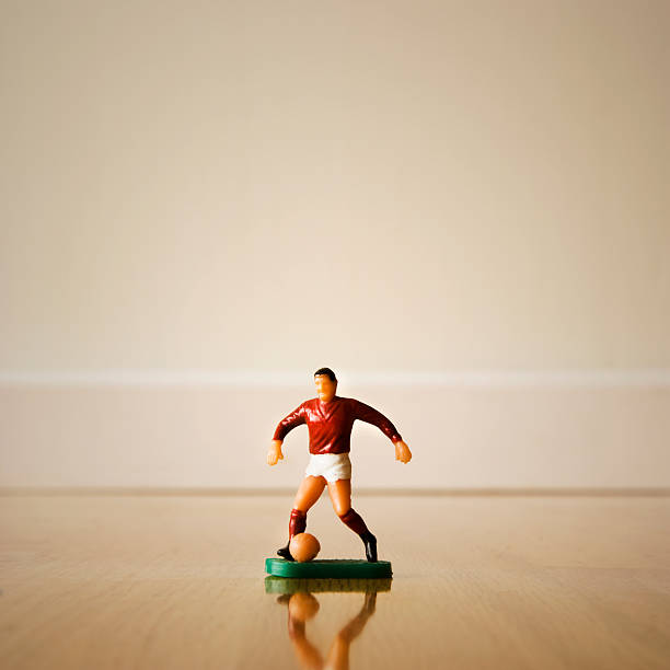 Figurine of a soccer player:スマホ壁紙(壁紙.com)