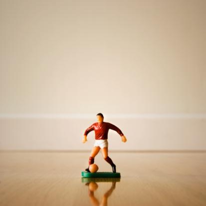 小さな像「Figurine of a soccer player」:スマホ壁紙(10)