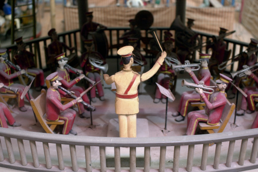 Musical Conductor「Figurine of conductor directing band」:スマホ壁紙(4)