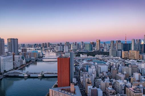 世界のスポーツイベント「A waking Tokyo in the early morning」:スマホ壁紙(17)
