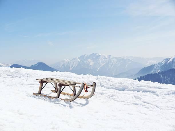 Germany, Tegernsee, sledge standing on Wallberg:スマホ壁紙(壁紙.com)