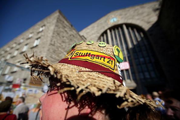 Variation「Protests Overshadow Stuttgart Rail Project」:写真・画像(4)[壁紙.com]