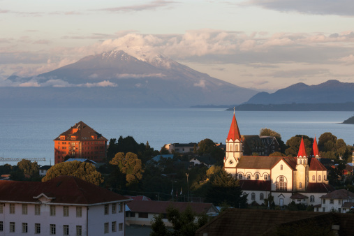 Cathedral「Chile, Lake District, Puerto Varas, Town skyline with volcano in background」:スマホ壁紙(13)