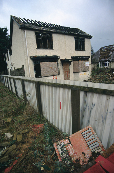 Boarded Up「Derelict, abandoned and fire damaged detached house Cheltenham, United Kingdom」:写真・画像(19)[壁紙.com]