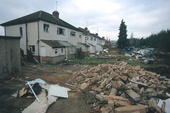 Brick Wall「Derelict, abandoned semi-detached housing Cheltenham, United Kingdom」:写真・画像(5)[壁紙.com]