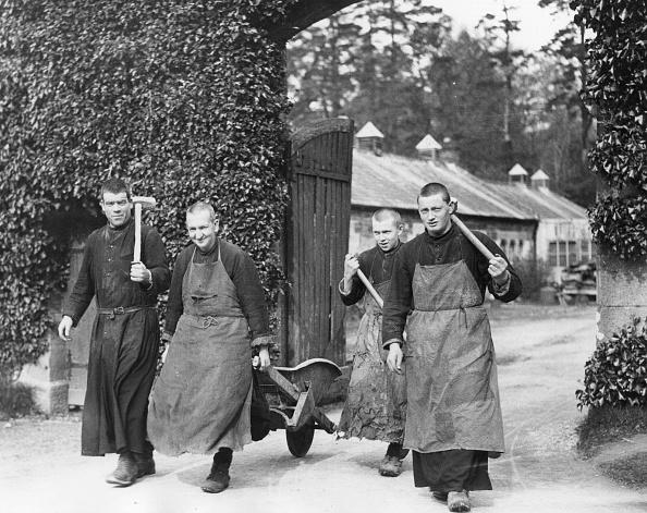 Benedictine「Working Monks」:写真・画像(0)[壁紙.com]