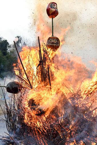 お正月「Dondoyaki(burning of New Years decoration)」:スマホ壁紙(2)