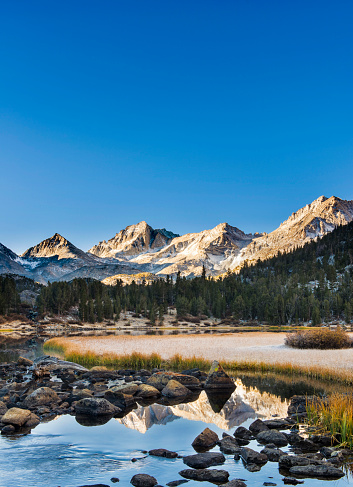 Inyo National Forest「Bear Creek Spire Reflected In Mountain Lake During Sunrise」:スマホ壁紙(5)