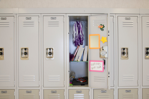 High School Student「Open locker in high school」:スマホ壁紙(4)