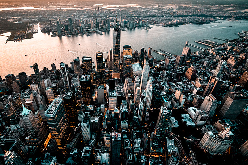 Hudson River Park「Downtown Lower Manhattan skyline overlooking the Jersey City, taken from a helicopter, with One World Trade Center towering over other skyscrapers」:スマホ壁紙(2)