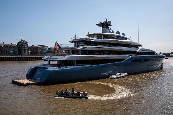 オーナー「Billionaire Spurs Owner Visits London In Multi-million Pound Super Yacht」:写真・画像(15)[壁紙.com]