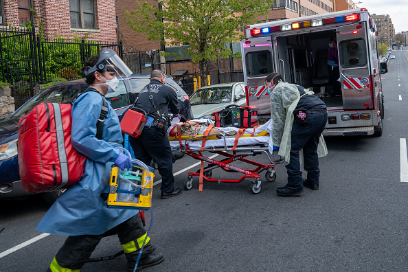Emergency Services Occupation「Coronavirus Pandemic Causes Climate Of Anxiety And Changing Routines In America」:写真・画像(14)[壁紙.com]