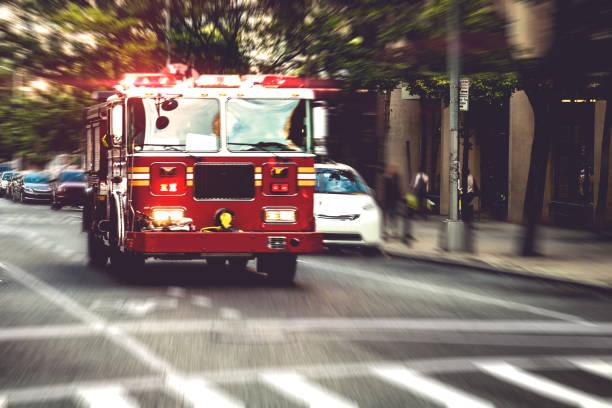 Fire department truck in emergency:スマホ壁紙(壁紙.com)