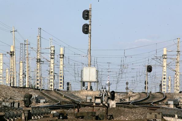 Finance and Economy「Shengyang Harbin Dalian Electrification. Sujatun shunting yard. September 2005.」:写真・画像(12)[壁紙.com]