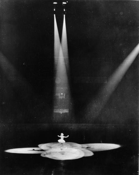 Spot Lit「Ice Skater Sonja Henie in Madison Square Garden , New York, America, Photograph, Around 1935」:写真・画像(2)[壁紙.com]