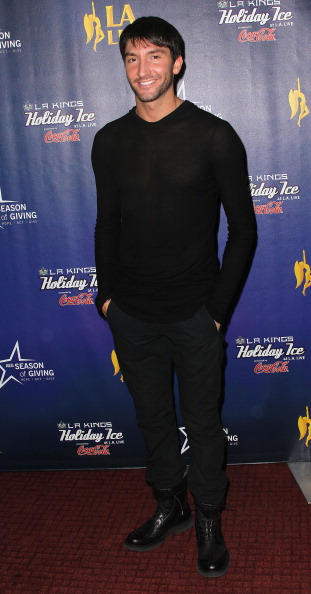 Evan Lysacek「4th Annual Holiday Tree Lighting At L.A. LIVE & Opening Of LA Kings Holiday Ice」:写真・画像(11)[壁紙.com]