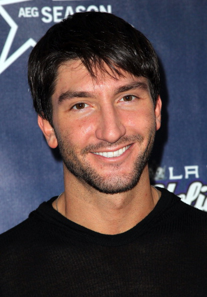 Evan Lysacek「4th Annual Holiday Tree Lighting At L.A. LIVE & Opening Of LA Kings Holiday Ice」:写真・画像(13)[壁紙.com]