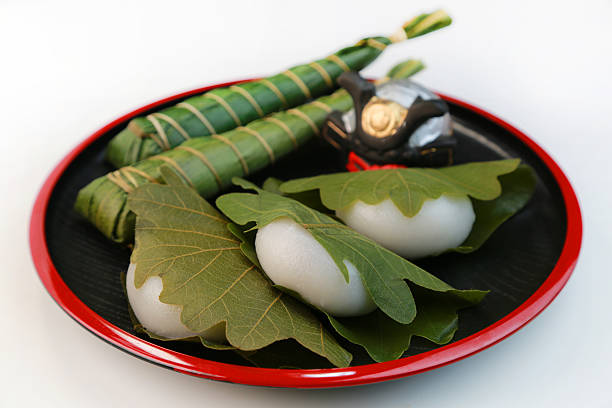 Kashiwa-mochi (Rice cake wrapped in an oak leaf):スマホ壁紙(壁紙.com)