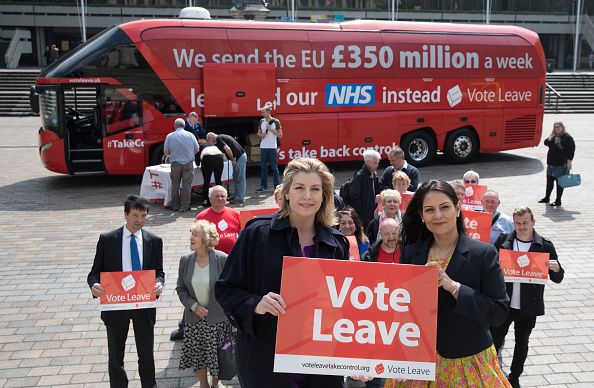 Vote Leave Campaign「Priti Patel And Penny Mordaunt Take The Vote Leave Battle Bus To The South Coast」:写真・画像(5)[壁紙.com]
