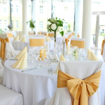 結婚「ウェディングレセプションホール」のテーブルセッティングのボールルーム」:スマホ壁紙(7)