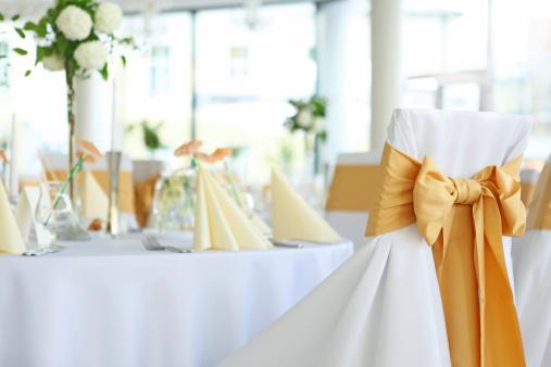 結婚「ウェディングレセプションホールは、優雅なボールルームのテーブルセッティング」:スマホ壁紙(4)