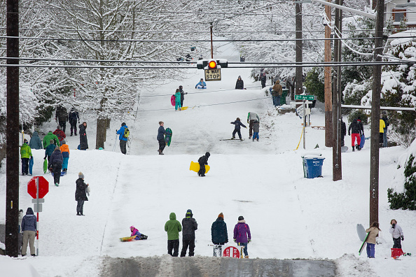 Pacific Northwest「Large Winter Storm Brings Snow To Seattle」:写真・画像(10)[壁紙.com]