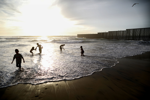 Mario Tama「President Trump Threatens To Close The Southern Border With Mexico Over Immigration」:写真・画像(16)[壁紙.com]