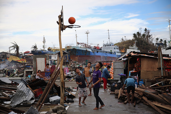 Basket「Humanitarian Efforts Continue Following Devastating Super Typhoon」:写真・画像(7)[壁紙.com]