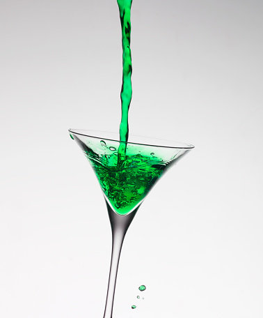 Martini「Green liquid filling martini glass」:スマホ壁紙(9)