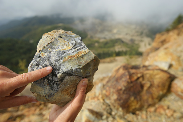 Mineral「Rosia Montana Gold Mine Future Remains Uncertain」:写真・画像(5)[壁紙.com]