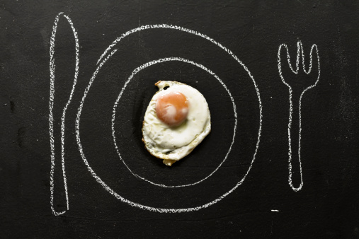 Chalk - Art Equipment「Fried egg on chalkboard with painted table setting, close up」:スマホ壁紙(4)