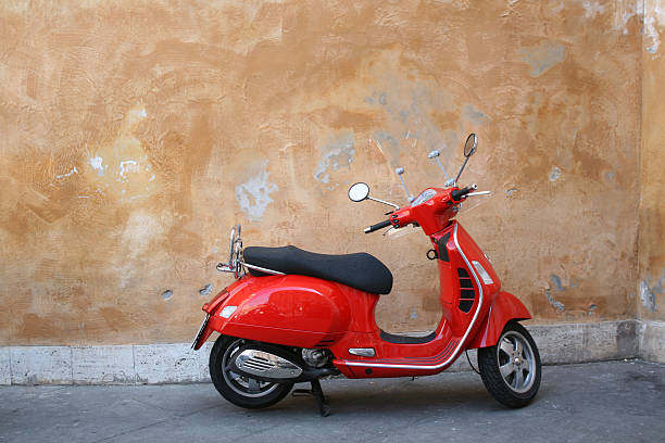 Red scooter and Roman wall, Rome Italy:スマホ壁紙(壁紙.com)