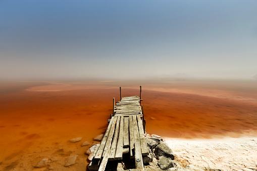 Footbridge「Iran, West Azerbaijan, Urmia, Urmia Salt Lake, wooden pier」:スマホ壁紙(16)