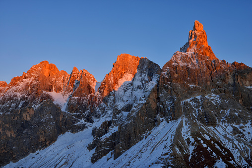 Alpenglow「Italy, Trentino, Dolomites, Passo Rolle, mountain group Pale di San Martino with Cimon della Pala」:スマホ壁紙(19)